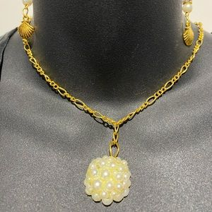 Pearly pendant with golden shell charm